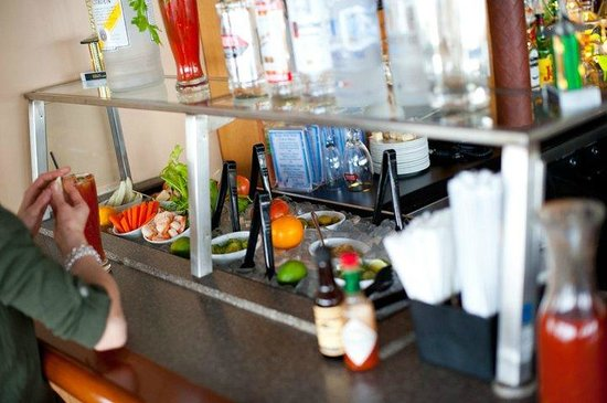 Capt's Waterfront Grill : Bloody Mary Bar