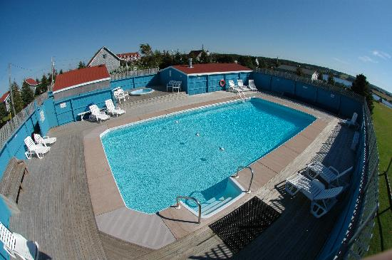 Stanley Bridge Country Resort: Pool Area