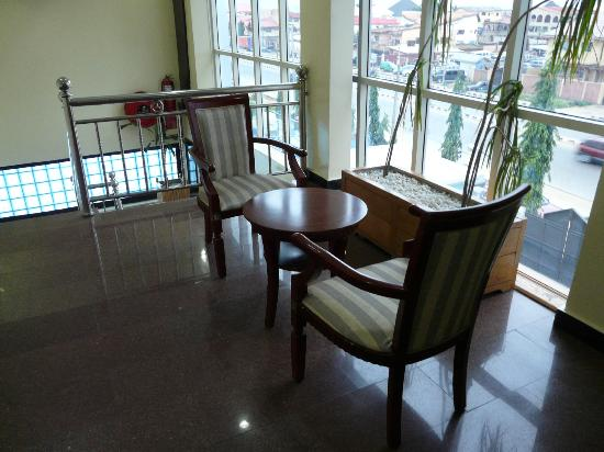 Sunfit: Seating area on top floor - view across front
