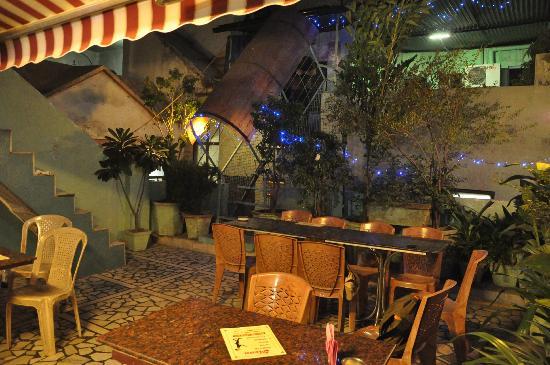 Hotel Amax Inn: Rooftop Restaurant