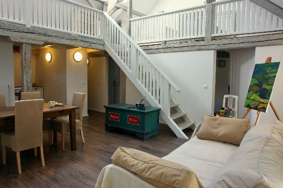 Sarffy House: atalier apartment