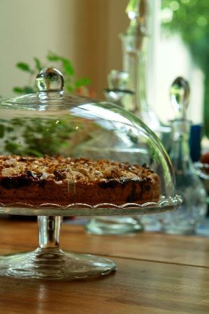Sarffy House: welcome cake