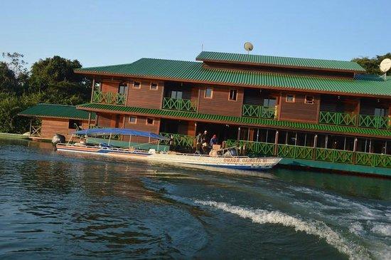 Apui: vista del hotel flotante