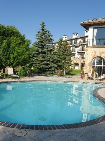 Lodge & Spa at Cordillera: Outdoor Pool & Patio