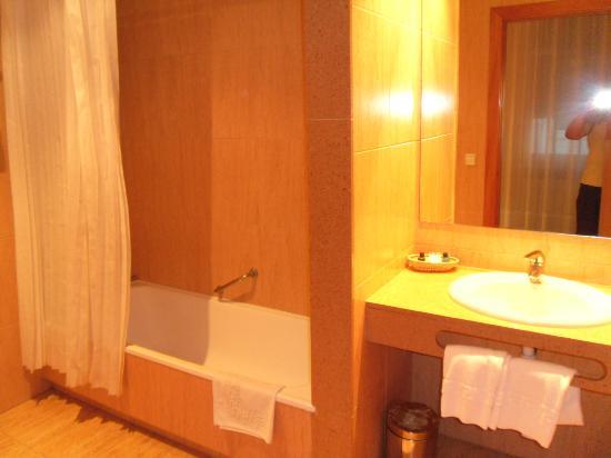 Hotel Peninsular: ampio bagno con vasca-doccia
