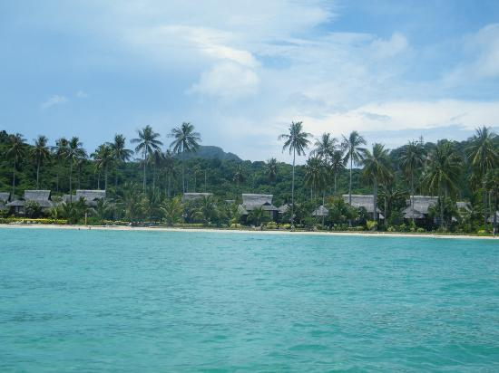 Phi Phi Island Village Beach Resort: the resort from the boat