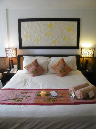 Phi Phi Island Village Beach Resort: the comfy bed!