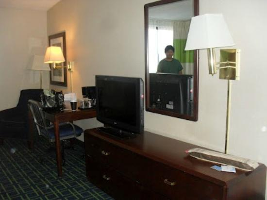 Fairfield Inn Boston Woburn: spacious room