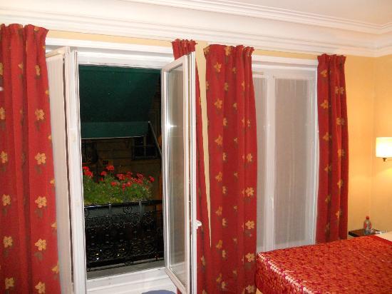 Hotel Brescia Opera: finestre balconate