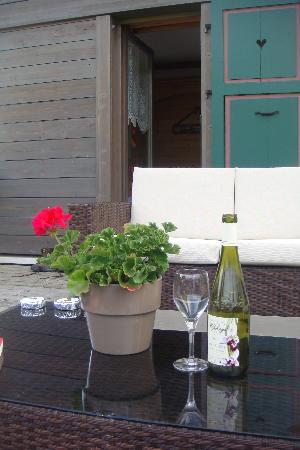 Hôtel Bellevue : Apero on the terrace