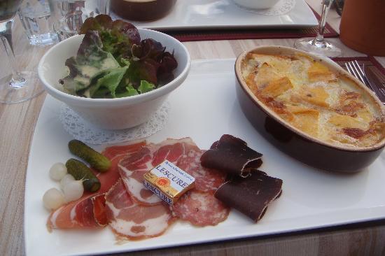Hôtel Bellevue : Outdoor dinner at the Hotel