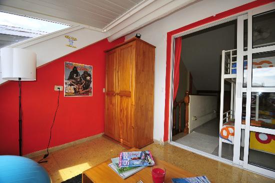 Ika Ika Surf Camp : Lounge shared room