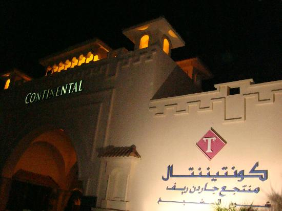 Continental Garden Reef Resort: Hotel entrance