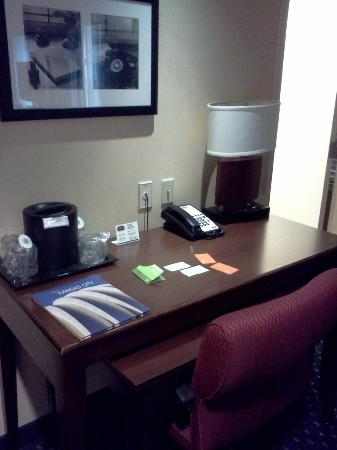 Courtyard by Marriott Kansas City Country Club Plaza: Desk area