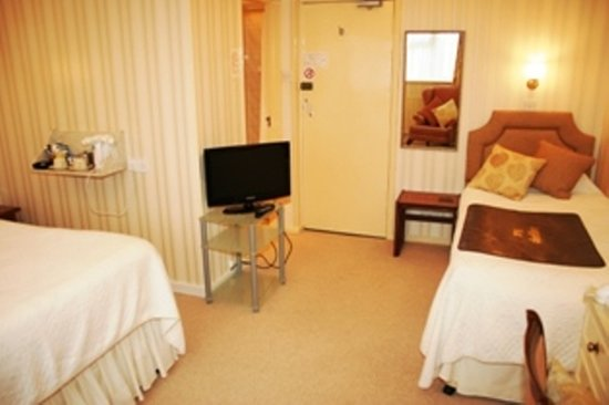 Chudleigh: Family room ( 2 adults +1 child) Ground floor