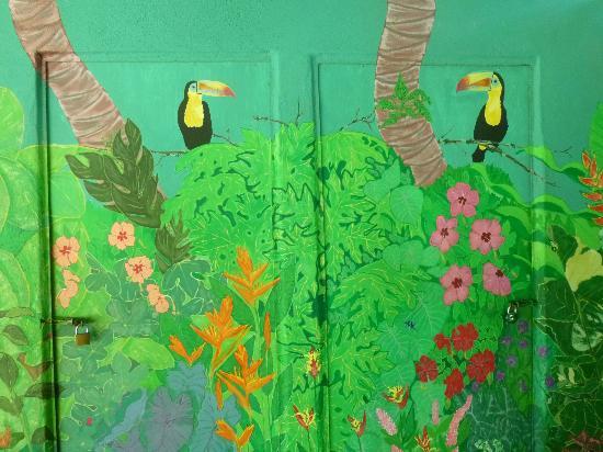 The Toucan Stay Inn: Le toucan ou l'emblème du lieu