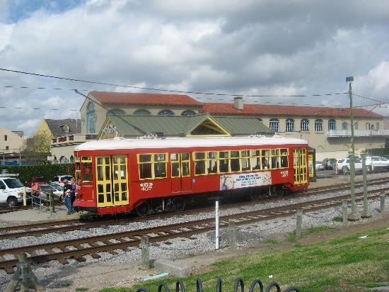 هوتل بروفينسيال: Streetcar 