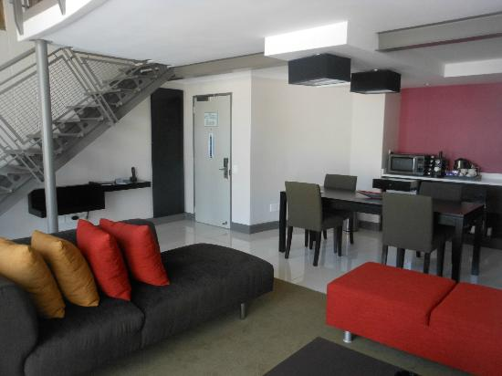 Protea Hotel by Marriott Cape Town Victoria Junction: Loft room downstairs(as two floors)