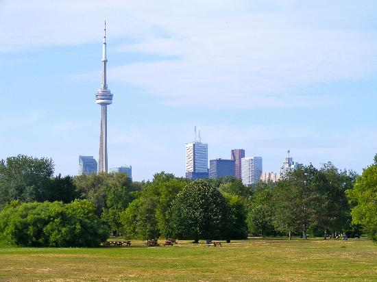 Hanlan's Point Beach: View of downtown Toronto