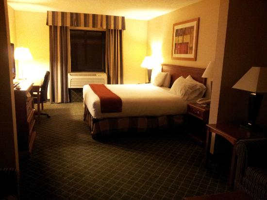 Holiday Inn Express Kent State University : bed