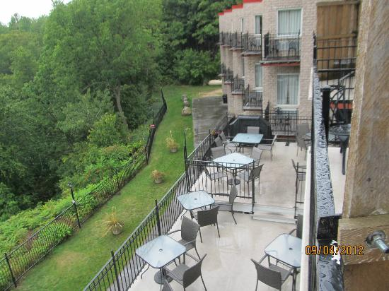 The Falls Inn & Spa: Other rooms and patio