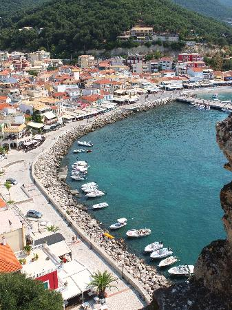 Aleca's House: Parga harbour from the castle