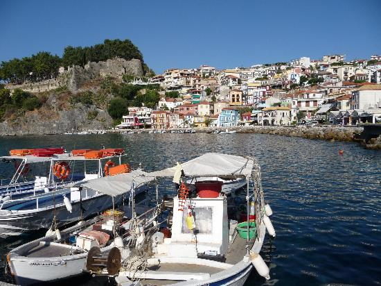 ‪‪Aleca's House‬: Parga`s pretty seafront from pier