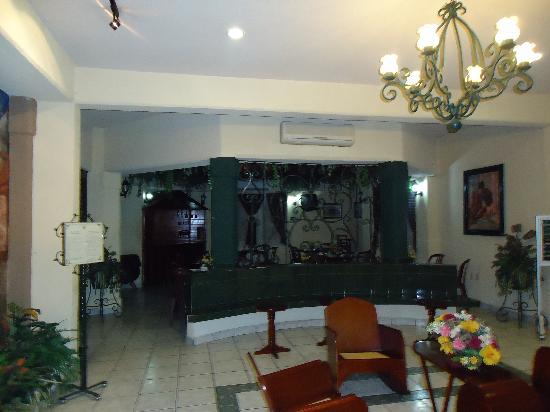 Marlon Heroes Hotel: loby