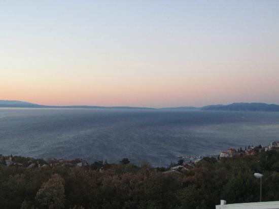 Hotel Villa Kapetanovic: Vista desde la terraza de la habitación al amanecer