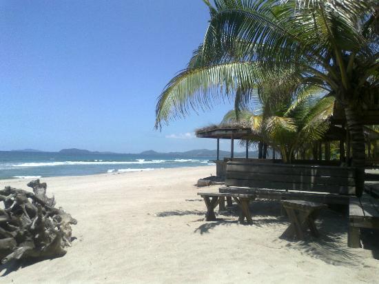 Honduras Shores Plantation: Apacible lugar junto a la playa para una Cervecita..