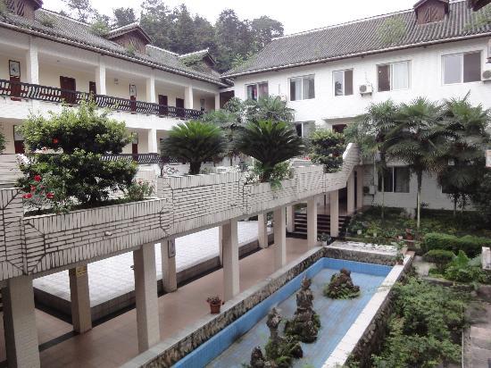 Xiongxiu HNA Express Hotel Emei : courtyard