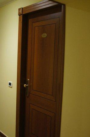 โรงแรมอิมพีโร:                   room