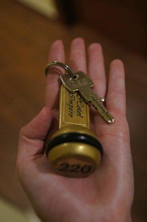 โรงแรมอิมพีโร:                   key