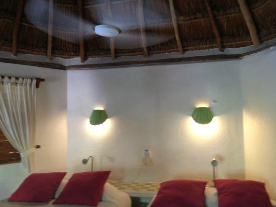 Mahekal Beach Resort: Palapa roof in garden view caribe