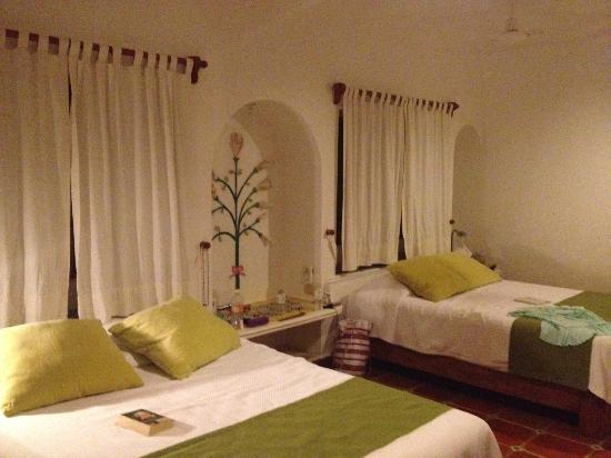 Mahekal Beach Resort: 2nd room, beach side