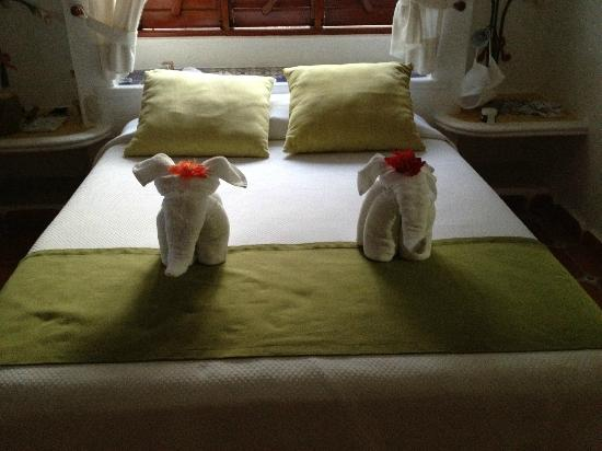 Mahekal Beach Resort: Towel Elephants