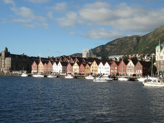 Clarion Collection Hotel Havnekontoret: Classic view of Bryggen with the hotel at the far left