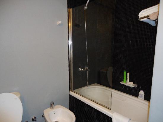 Epico Recoleta Hotel: Banheira