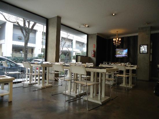 Epico Recoleta Hotel: Entrada e sala do café da manhã