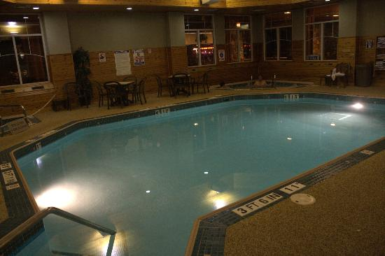 Comfort Suites Canal Park: Swimming Pool / Spa ... after walking around Canal Park a great way to relax!