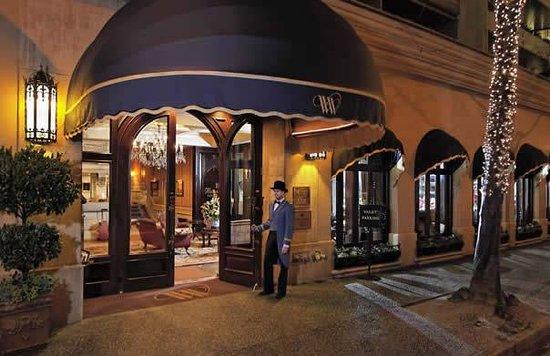 Bacchus Piano Lounge