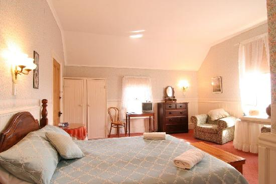 Hillview House: Deluxe Room