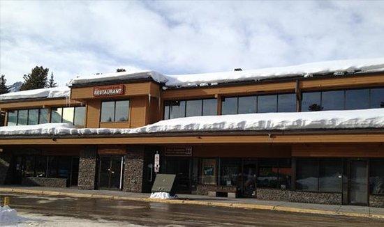 Lake Louise Village Grill & Bar