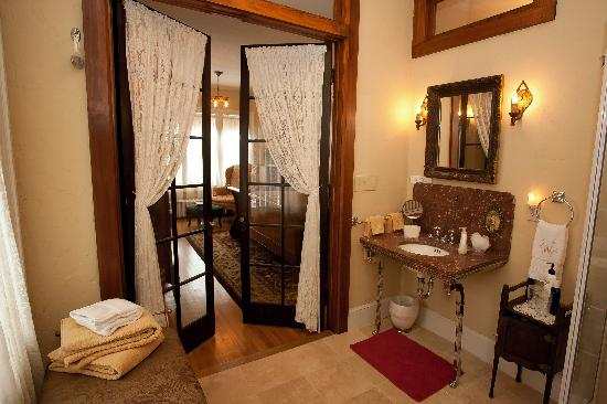 Westphal Mansion Inn Bed & Breakfast : Luxurious Shakespeare private attached bath
