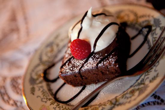Westphal Mansion Inn Bed & Breakfast: Homemade Habanero Chocolate Cake w/ fresh fruit salsaDessert