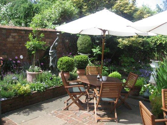 St Helena : garden room area