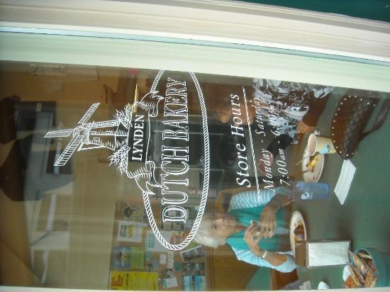 Lynden Dutch Bakery: Doorway