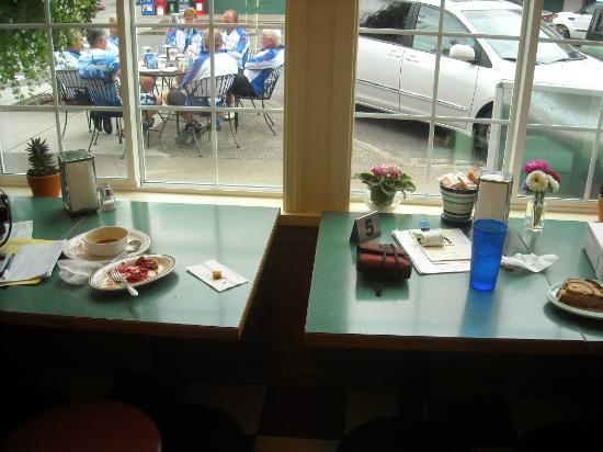 Lynden Dutch Bakery: Eating area