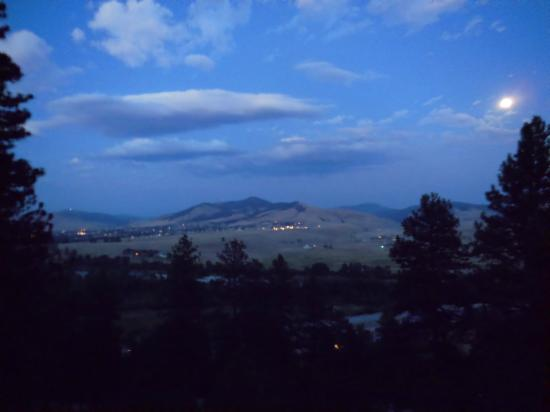 Blue Mountain Bed & Breakfast : Moon over the Bitteroot valley