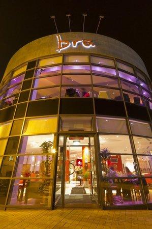 Bru: brú by night